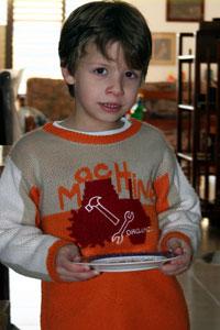 ילד עם צלחת