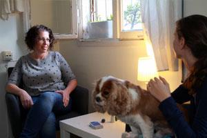 שיר בטיפול עם כלב